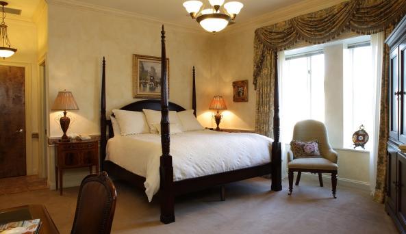 OHEKA CASTLE - Chateau Guestroom
