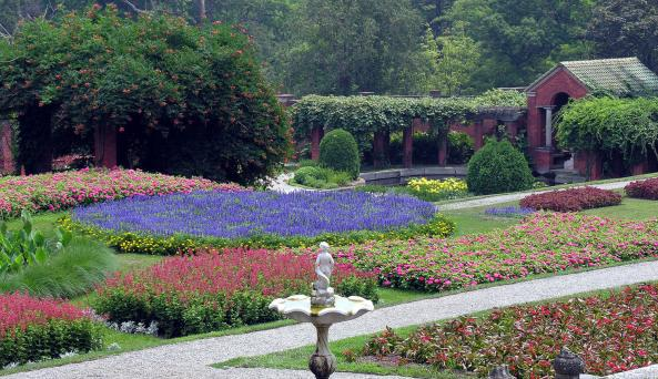07-19-05 01. VAMA Gardens Photo NPS WD Urbin 300dpi 8X10.jpg