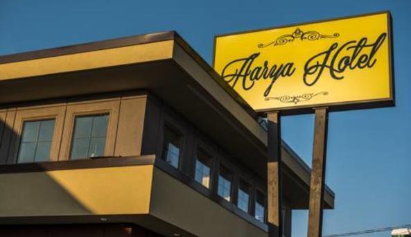 Aarya Hotel
