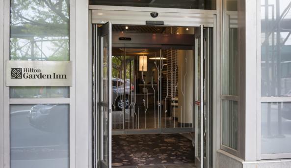 Hilton Garden Inn New York Long Island City/Manhattan View Bar Exterior