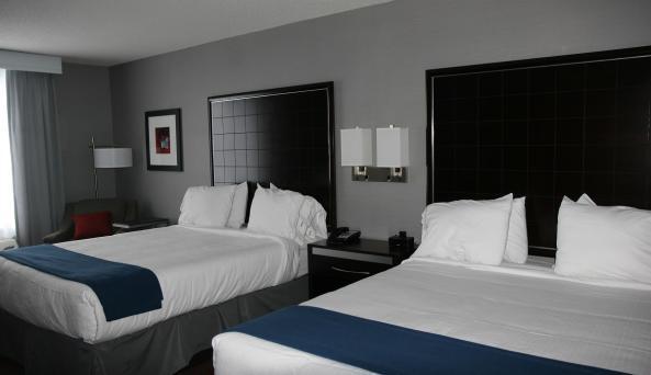 holiday-inn-express-canandaigua-room