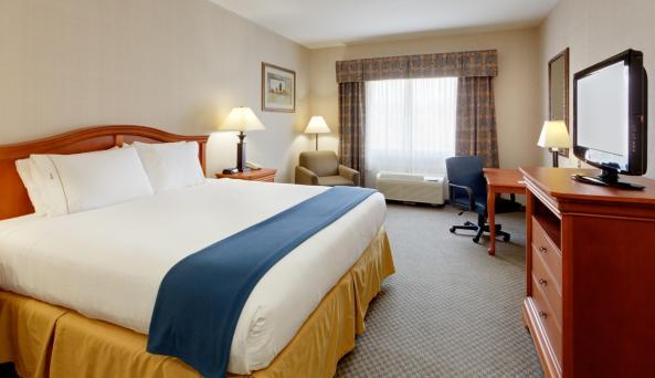 Holiday-Inn-Express-Victor-hotel-king-room