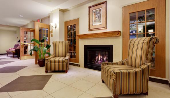 Holiday-Inn-Express-Victor-hotel-lobby