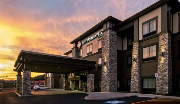 Best Western Plus Hammondsport Exterior At Sunset