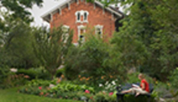 Paddock Mansion garden