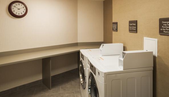 Hilton Garden Inn New York Long Island City/Manhattan View Laundry Center