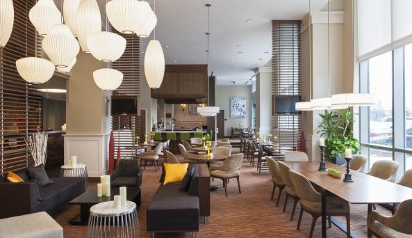 Hilton Garden Inn New York Long Island City/Manhattan View Laundry Center Lounge Area