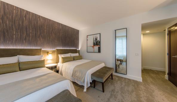 Deluxe Double Double Guest Room / Chris Sista