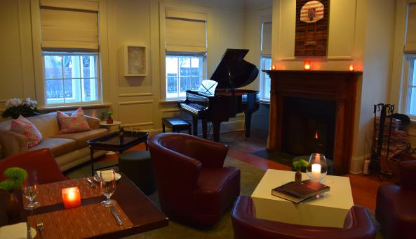 Piano Bar & Lounge