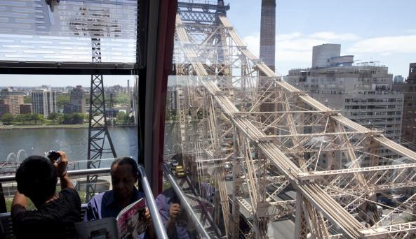 Roosevelt Island Tram _ Photo by Joe Buglewicz _ Courtesy of NYC & Co
