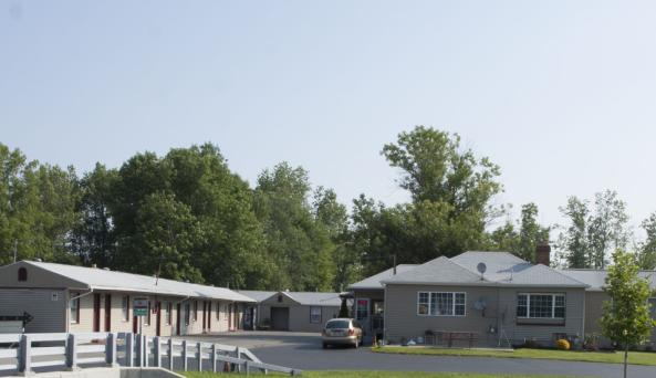 AA Royal Motel & Campground