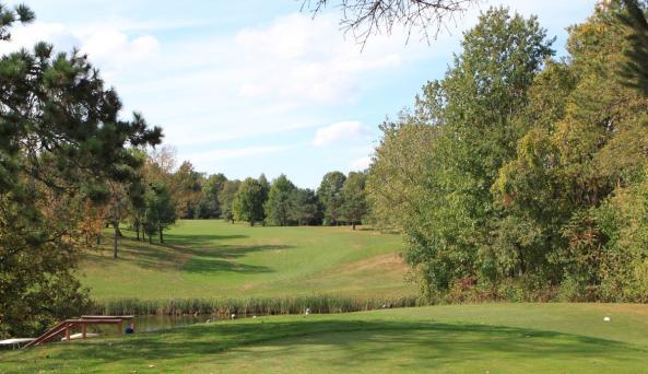 Victor-Hills-Golf-Course-Victor-water-hazard-middle-fairway