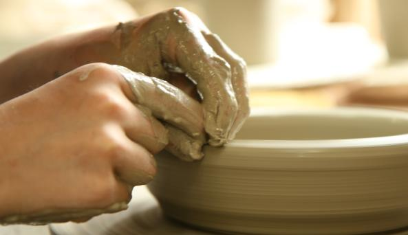 Wizard-of-Clay-Bloomfield-hands-making-bowl
