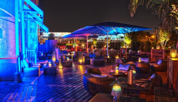 outdoor patio at South Fin Grill