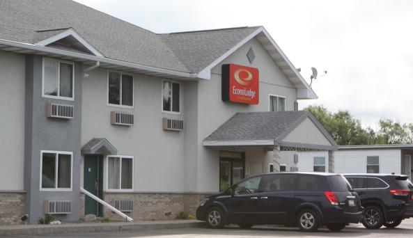 econo-lodge-inn-&-suites-canandaigua-exterior-5