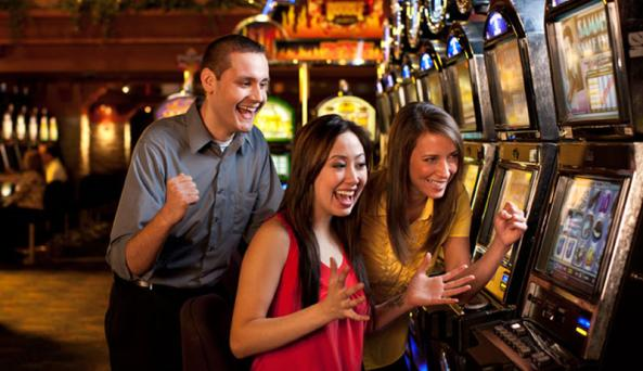 finger-lakes-gaming-and-racetrack-farmington-happy-patrons