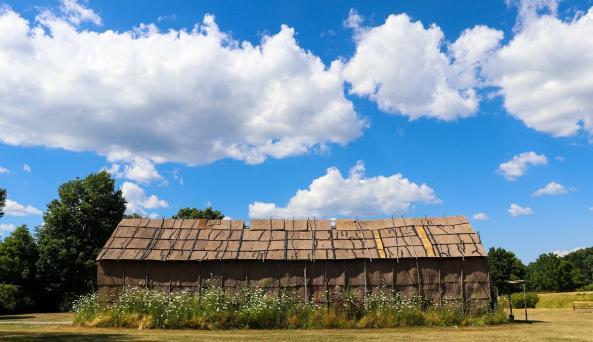 ganondagan-victor-longhouse-exterior