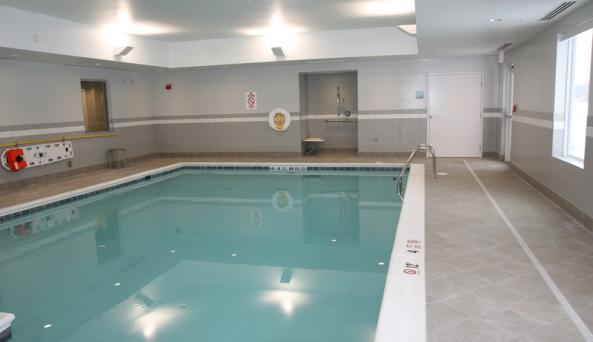 holiday-inn-canandaigua-pool