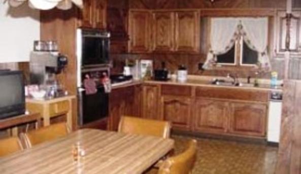 Harris Lodging Kitchen