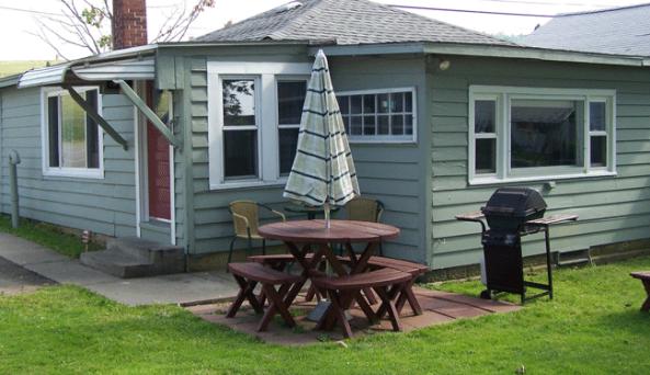 Lola Lakeside Cottage