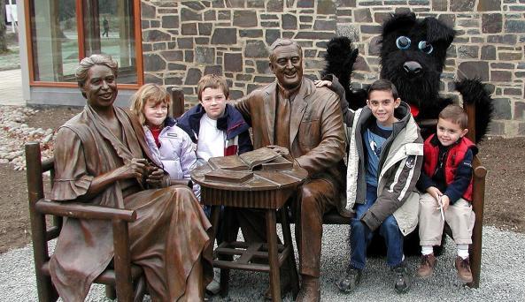 kids and statue.JPG