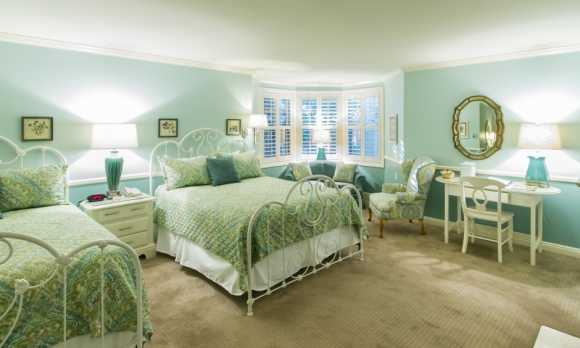 Apple Farm Queen Room.jpg
