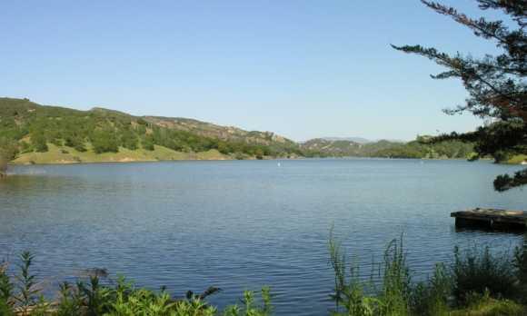 Santa_Margarita_Lake_1.jpg