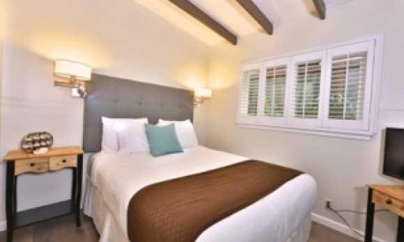 rm9 bedroom back.jpg