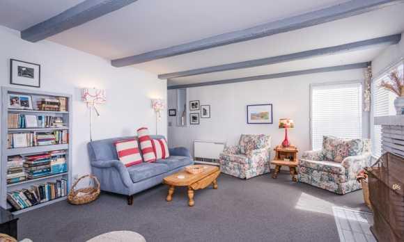 0007_Living Room_2202 Pacific.jpg