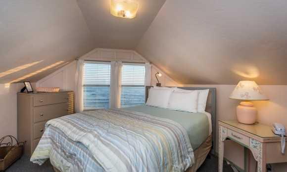0015_Bedroom Two_2202 Pacific.jpg