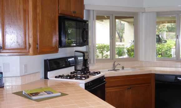 Kitchen - Nicely Equipped for a Full Meal or Quick Snack