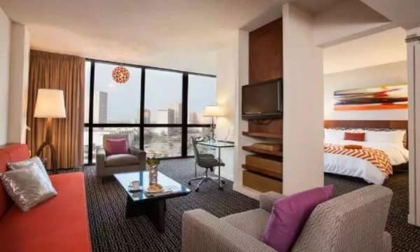 Hotel Derek suite