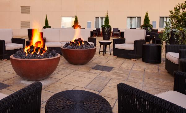Courtyard by Marriott Outdoor Patio with Fire Pits - Fort Wayne, Indiana