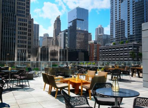 Loews Chicago Hotel - Streeterville Social