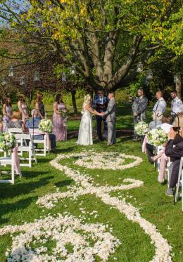 Rose & Matt's wedding ceremony at Avon Gardens (Photo courtesy of Scott Warpool Photography)