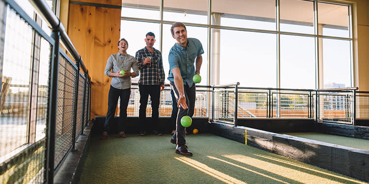 bocce-at-pinstripes-in-overland-park