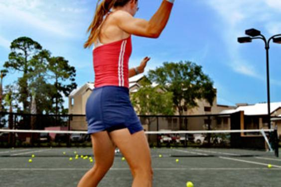 5 meticulously maintained lighted HydroGrid® Clay courts