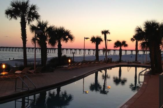 FREE SUNSETS NIGHTLY AT FIRST FLOOR FLIP FLOPS CALYPSO WEST 104
