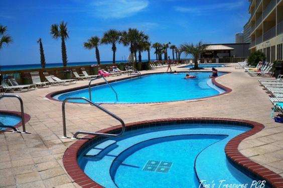 2 pools and 2 Hot Tubs beach facing