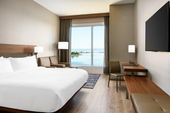 AC HOTEL SFO Guestroom