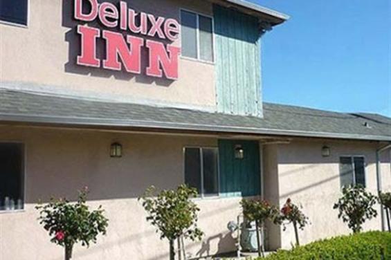 Deluxe_Inn_Redwood_City.jpg