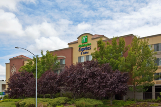 Holiday_Inn_Express_Hotel__Suites_Belmont.png