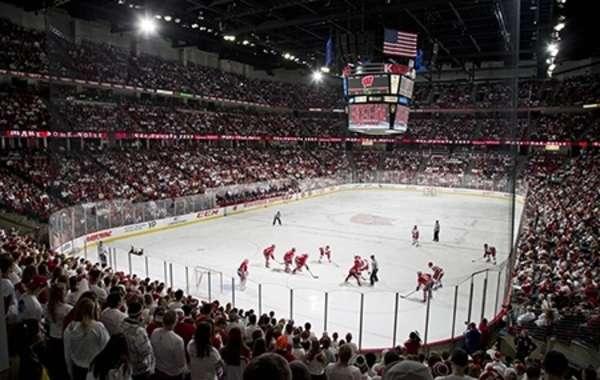UW Men's Hockey vs Michigan Tech
