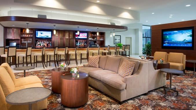 DoubleTree by Hilton Lounge