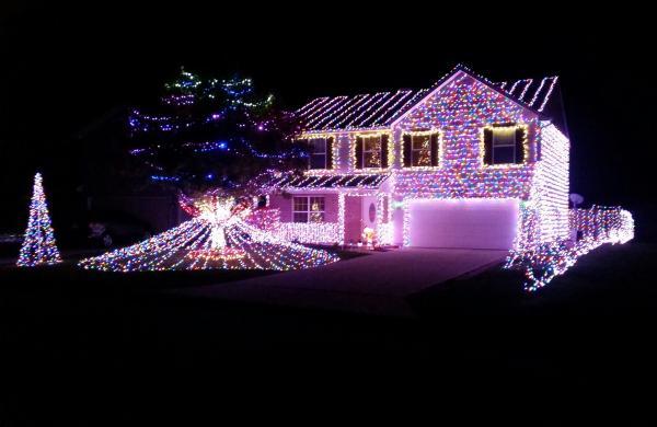 Monique Drive Christmas Lights Display - Fort Wayne, IN
