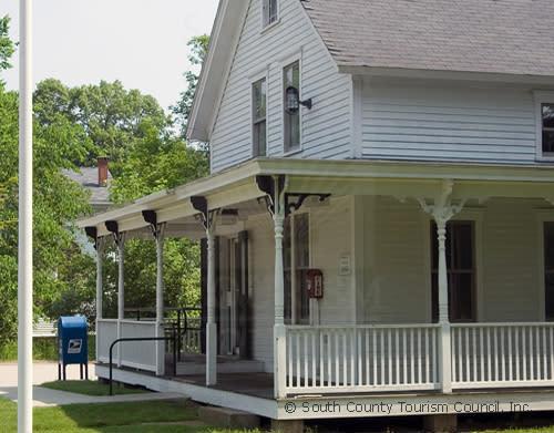White house in Hopkinton