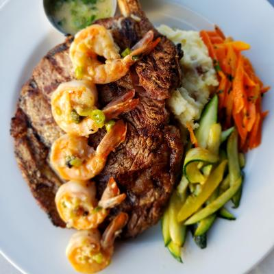 Steak with shrimp and vegetables