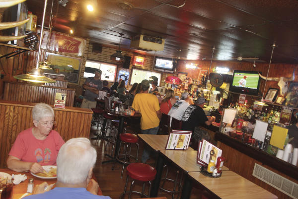 Amber Inn Bar - Photo by: Andrea Paulseth / Volume One