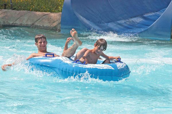 finger-lakes-roseland-waterpark-canandaigua-double-blue-tube-boys