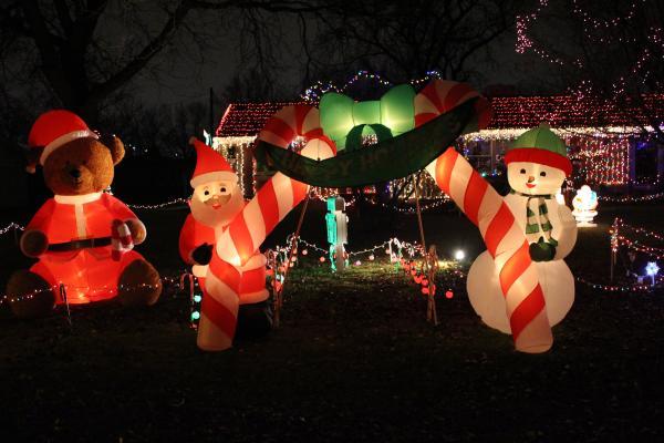 Pelham Drive Christmas Lights Display - Fort Wayne, IN